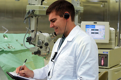 The Ultra HandsFree is ideally suited for pathologists, surgeons, researchers, and scientists